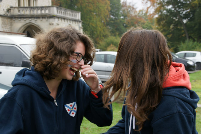 histoire maison française jeunes rire aujourd'hui