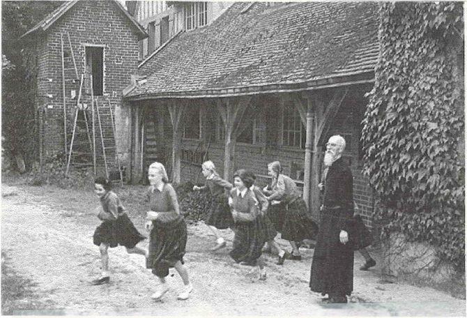histoire maison française Père sevin commencement